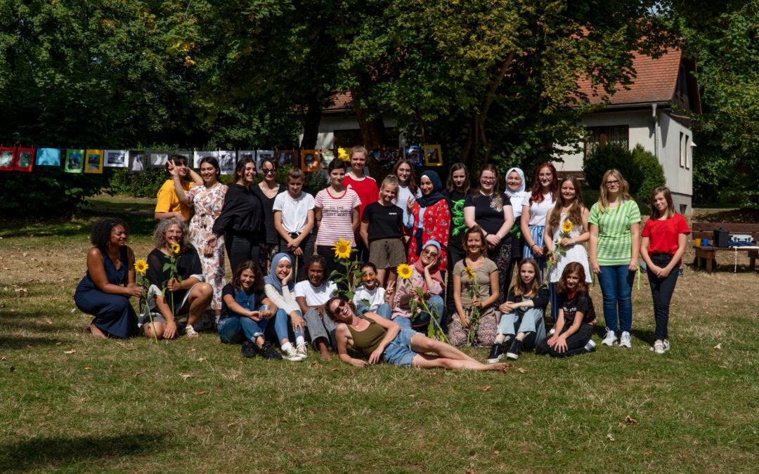 Mädchen*Camp in Alterode: zusammen.wachsen – Wir sind Held*innen!